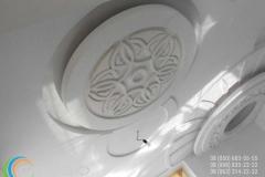 потолочные розетки из гипса фото 7